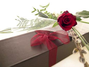 single_roses_boxed.jpg